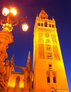 giralda tower at night